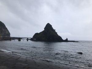 泊村 弁天島